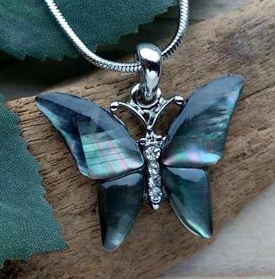 ketting hanger vlinder paua 'black pearl'