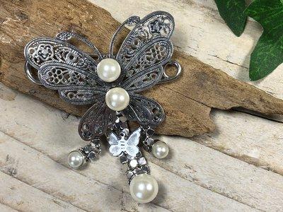 broche vlinder zilverkleur-parel