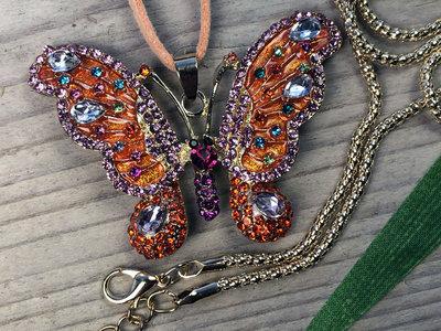 ketting hanger vlinder goudkleur oranje