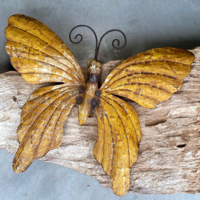 wanddeco vlinder 'old iron' okergeel 37 cm