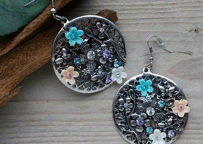 oorbellen rond bloemen met vlinders