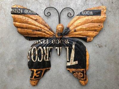 vlinder 'old iron' okergeel 37x33cm