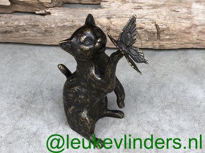 kat met vlinder brons hoogte 23 cm
