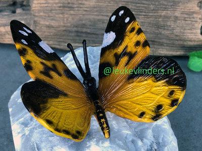 vlindertje brons geel op steen