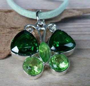 hanger vlinder glittersteen groen M