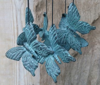 windgong met vlinders brons