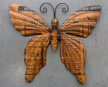 wanddeco vlinder 'old iron' okergeel 37x33cm