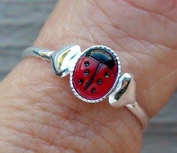 ring lieveheersbeestje echt zilver (maat 13½  -13¾ - 14 - 14¼ - 14½ - 15¼)