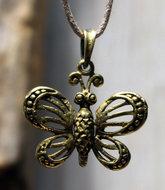 vlinder hangertje brons